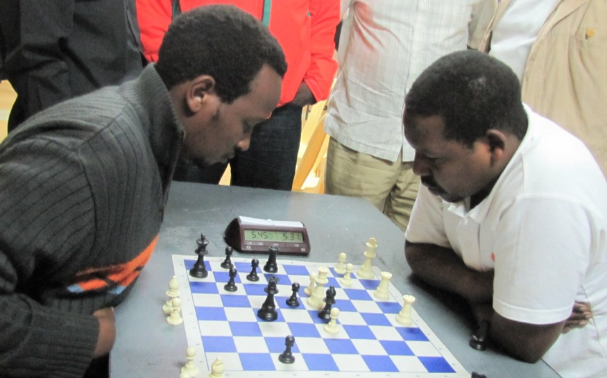 Githinji Hinga with the Black pieces on his way to victory against Ricky Sang in the 2011 All African Games chess qualifiers.