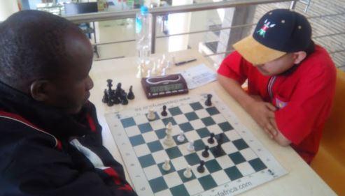 Black to play..1...Ra5, 2 e4+ Kg5.
