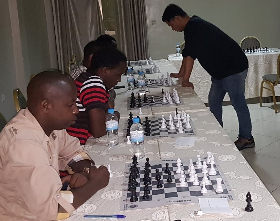 GM Sriram Jha in action. Mbonymana Gamariel, Tuyizere Elyse, Alain NIyibizi and JImmy Christian