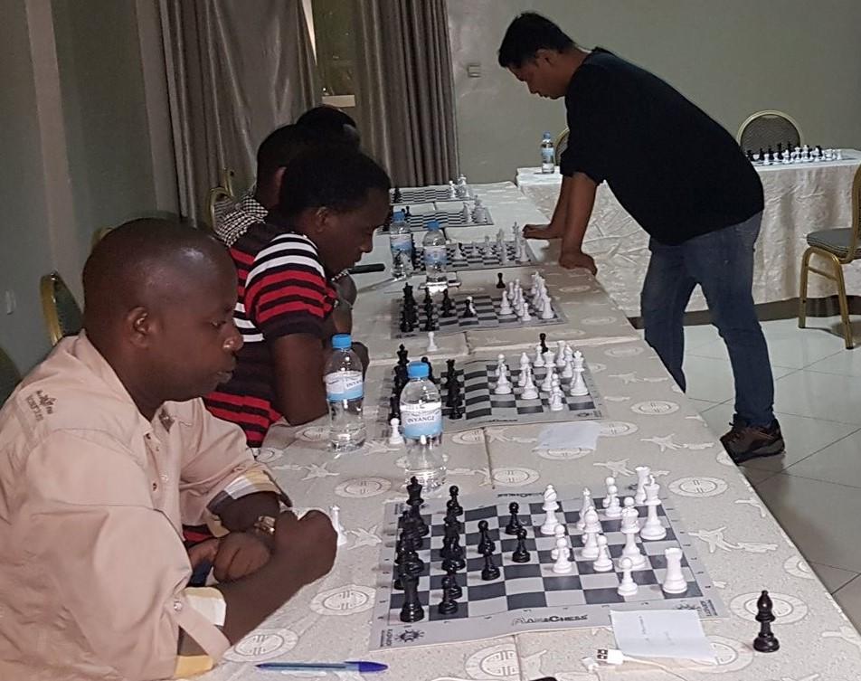 GM Sriram Jha in action. Mbonymana Gamariel, Tuyizere Elyse, Alain NIyibizi and JImmy Christian