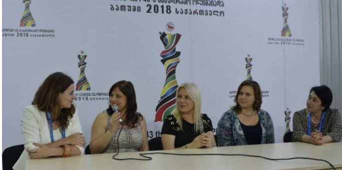 From left WGM Nino Maisuradze, Zsuzsa Polgar, Susan Polgar, Judith Polgar & Nana Alexandria.