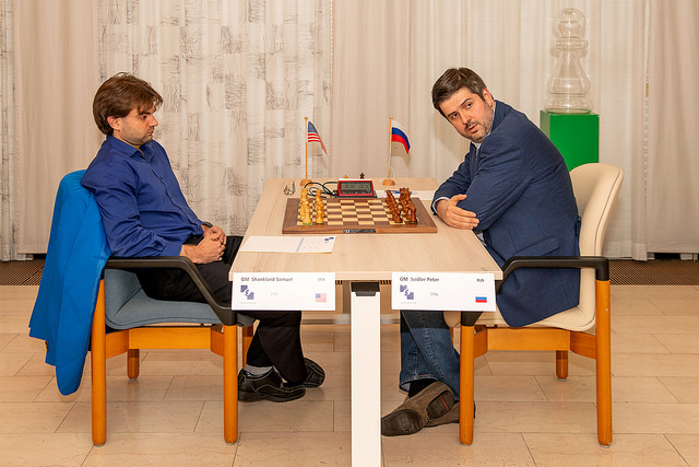 Sam Shankland (left) versus 8 times Russian Champion Peter Svidler. Photo credit https://www.hoogeveenchess.nl/en.