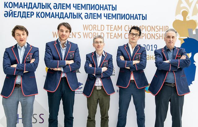 Team England. Standing from left Luke McShane, Gawain Jones, Michael Adams, David Howell & coach Malcolm Pein. Photo credit David Llada.