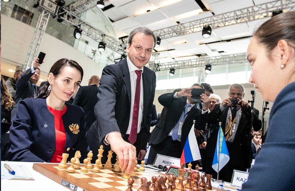FIDE President Arkady Dvorkovich makes the first move. Kateryna Lagno (left) in her game against Zhansaya Abdumalik. Photo credit David Llada.