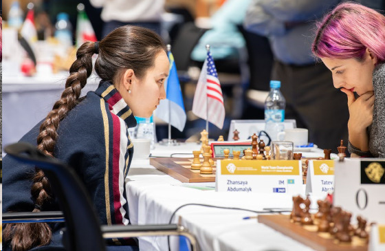 Zhansaya Abdumalik (left) from Kazakhstan and Tatev Abrahamyan from the USA. Photo credit David Llada.