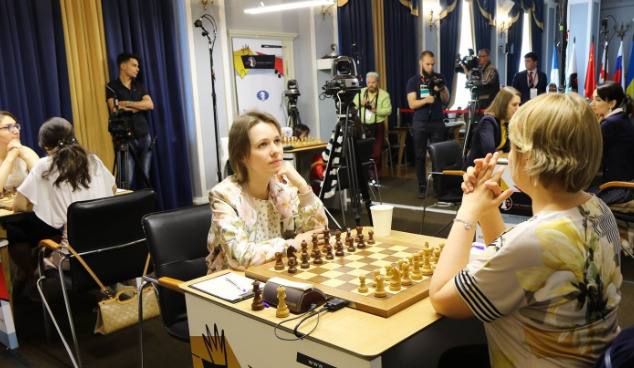 Former World Champion Mariya Muzychuk (left) of Ukraine takes on Valentina Gunina of Russia.