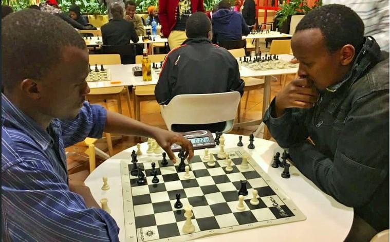 Imo Mugana takes on Githinji Hinga (right) during the 3rd edition of the BYOB at The Galleria Mall.