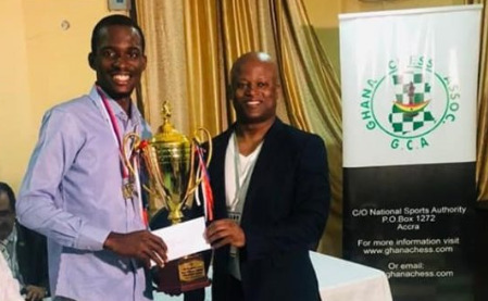 FM Daniel Anwuli receives his prize from GM Maurice Ashley. Photo credit Ghana Chess Association.