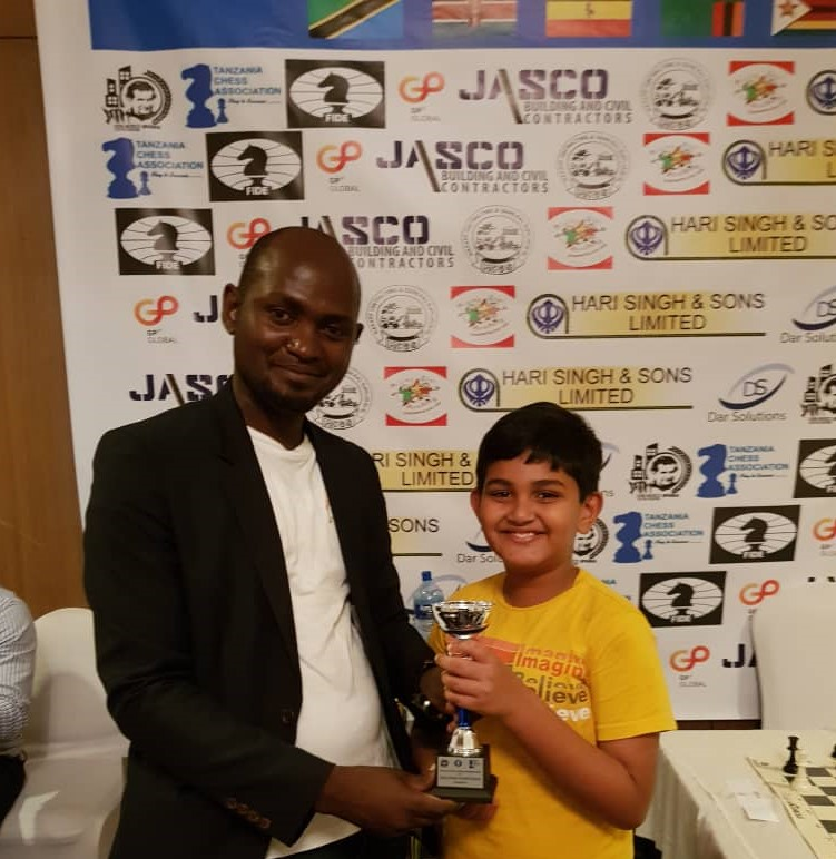 Kara Louis (left) the organiser of the event presents Panav Bangur his prize for 2nd place in the U9 category.
