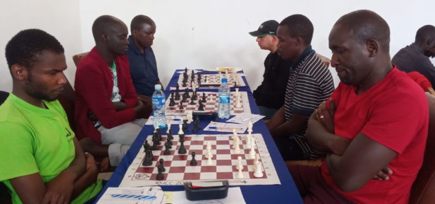 Photo from the 2019 Bungoma Open. Hugh Misiko (left) takes on Dr Victor Ng'ani in round 2. Photo credit Anthony Kionga.