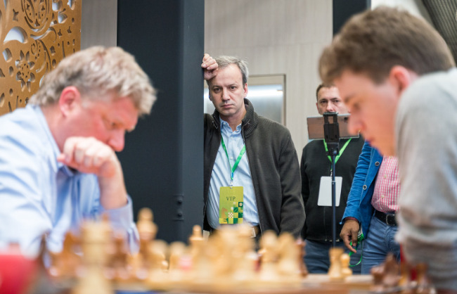 Arkady Dvorkovich FIDE President carefully watches GM Shirov's game.