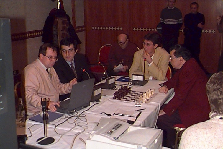 Tibor Karolyi (extreme left) commentating during the 2000 Vladmir Kramnik - Peter Leko Match.