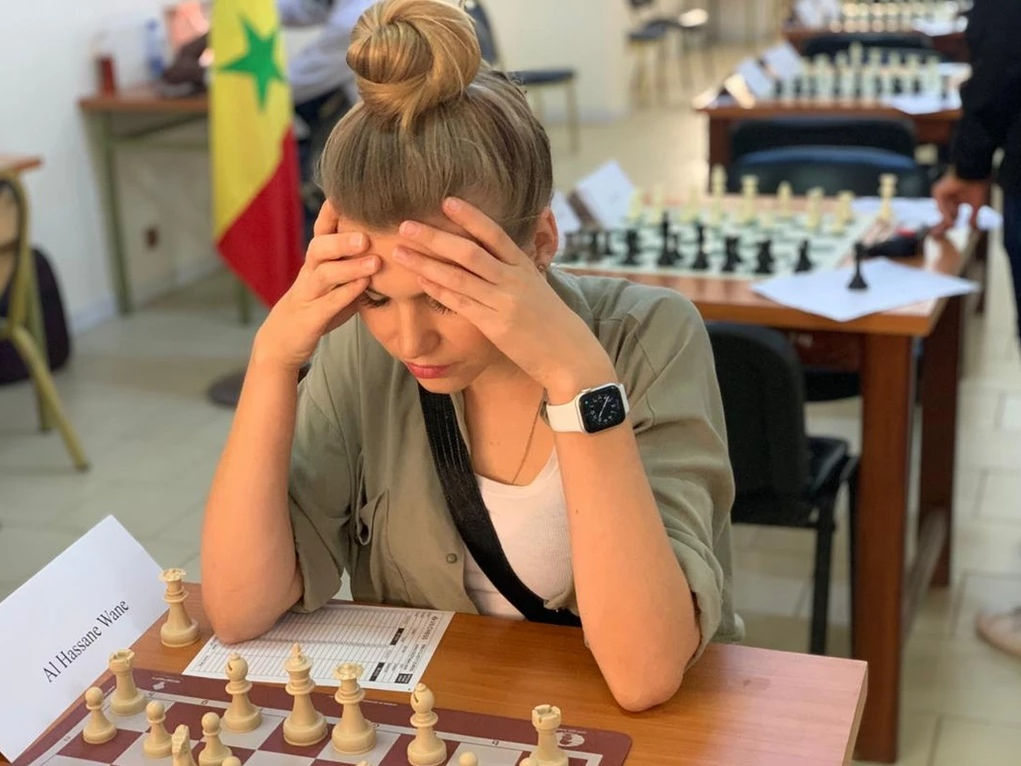 The charming Nadezda Marochkina in action during the event. Photo credit Senegal Chess Federation.