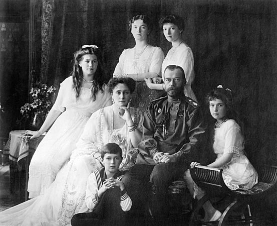 Russian Imperial family (between circa 1913 and circa 1914). Photo credit www.kiddle.co..