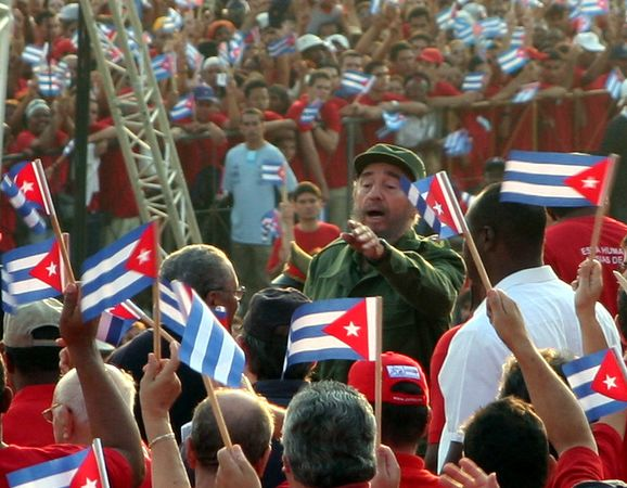 Castro amid cheering crowds in 2005. Photo credit www.kiddle.co..
