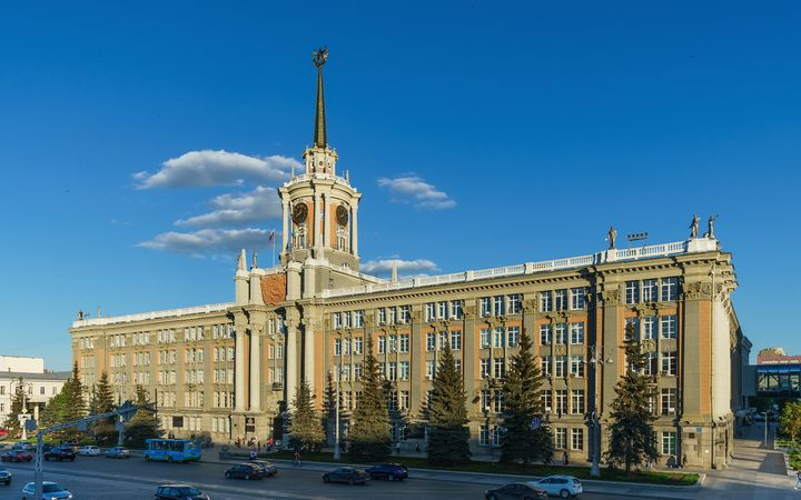 Building of the Administration of Yekaterinburg located on 1905 Square. Photo credit www.kiddle.co..