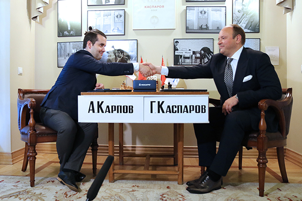 GM Ian Nepomniachtchi (left) and Andrey Guryev, the Deputy Chairman of PhosAgro.