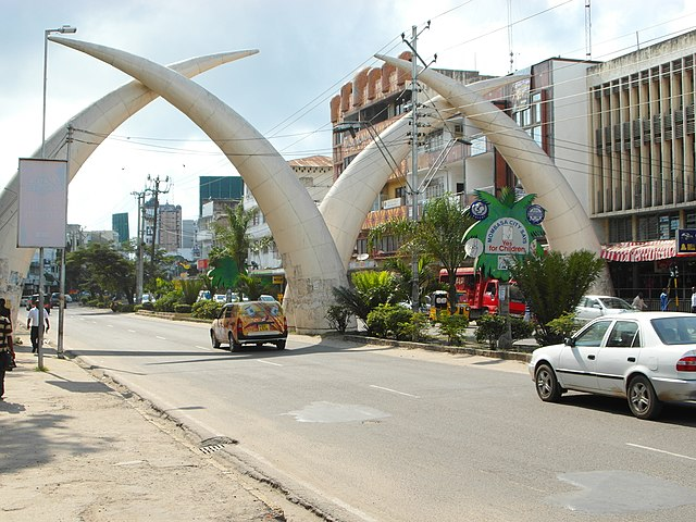 The famous elephant tusks that span across the busy Moi Avenue in Mombasa. Photo credit Roma Neus (Wikicommons).